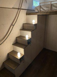 Treppe innen beleuchtet